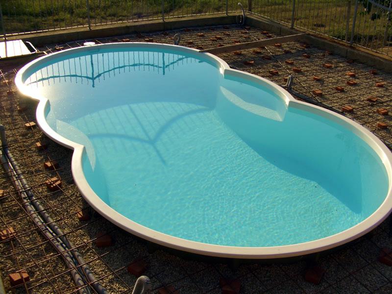 Costruzione piscina vetroresina for Piscina resina